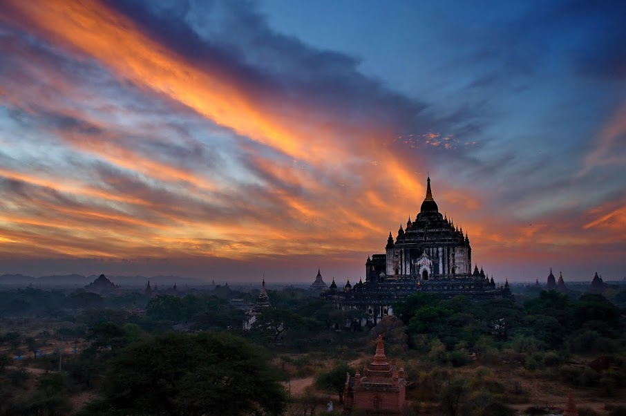 Kyaw-Zaw-Lay088B478-beautiful-sunrise-of-thatbyinyu-bagoda-in-bagan-2